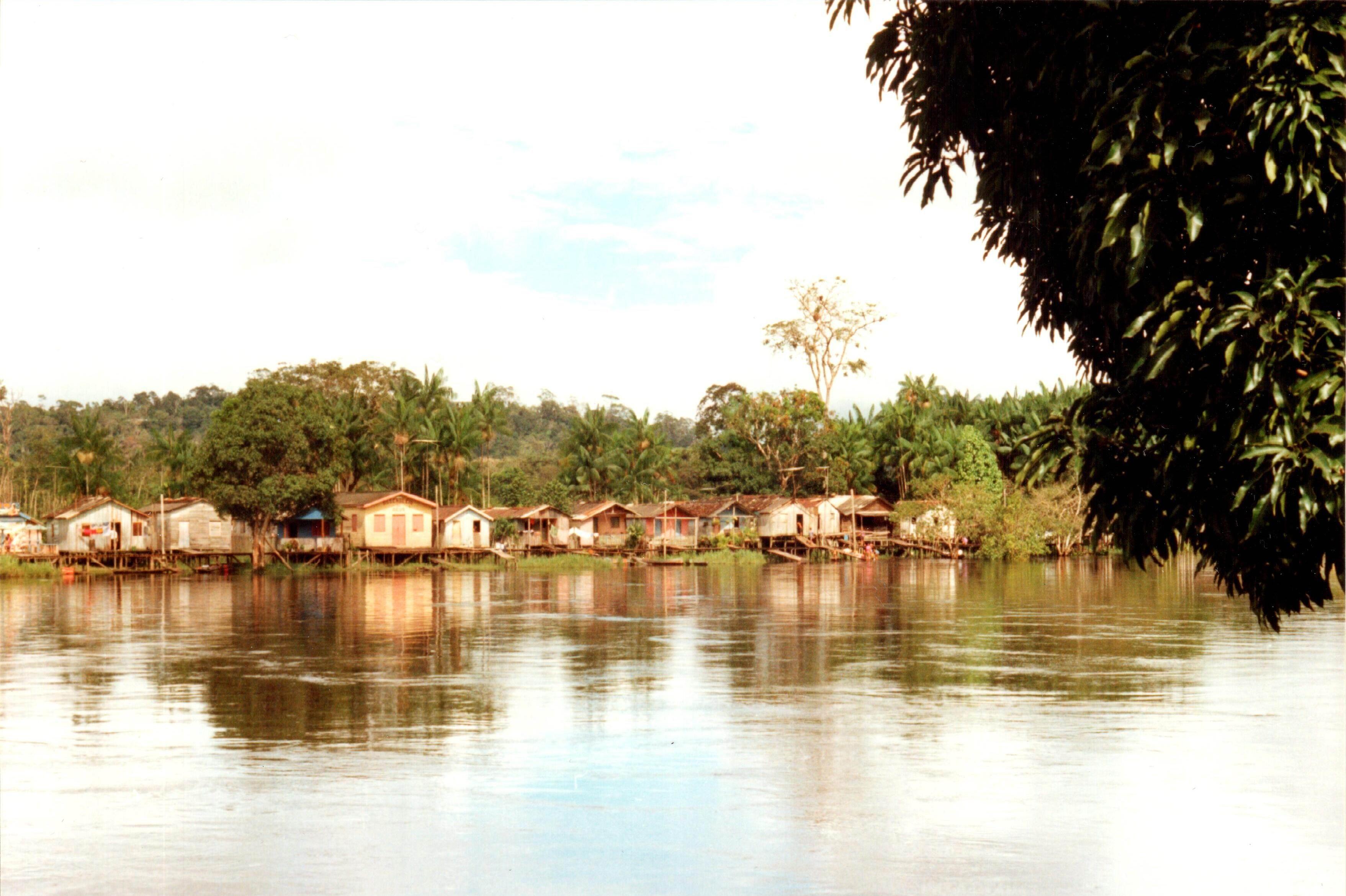 Sat pe Râul Amapari (fotografie realizată de membrii echipei).